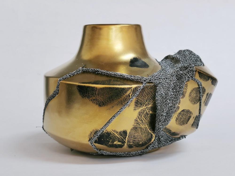 Shape of Attachment : Golden Vase 1