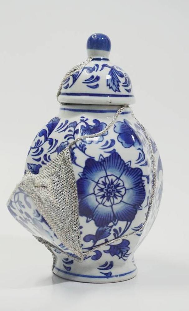 Shape of Attachment : Porcelain Vase 1