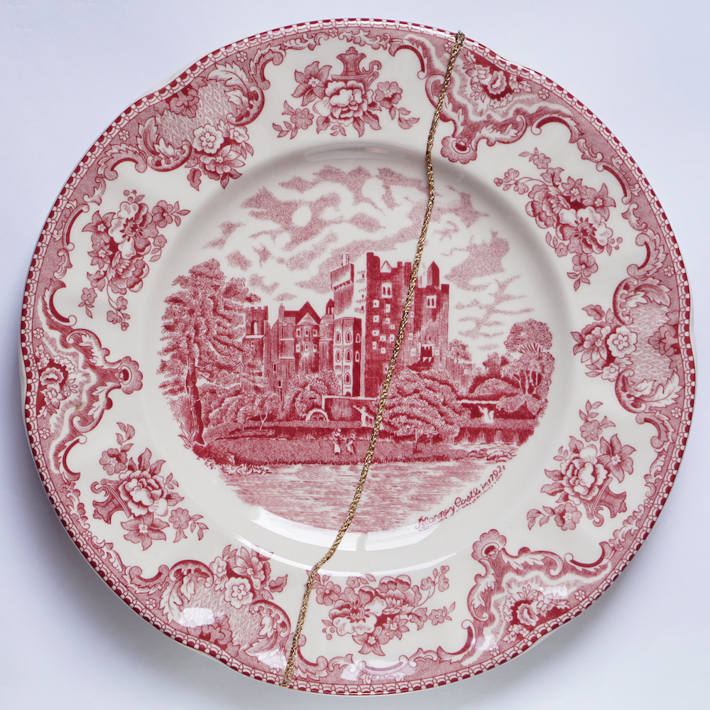 The Fragile Objects : Red Plate No.1 (Old Britain Castles, Blarney Castle in 1792)